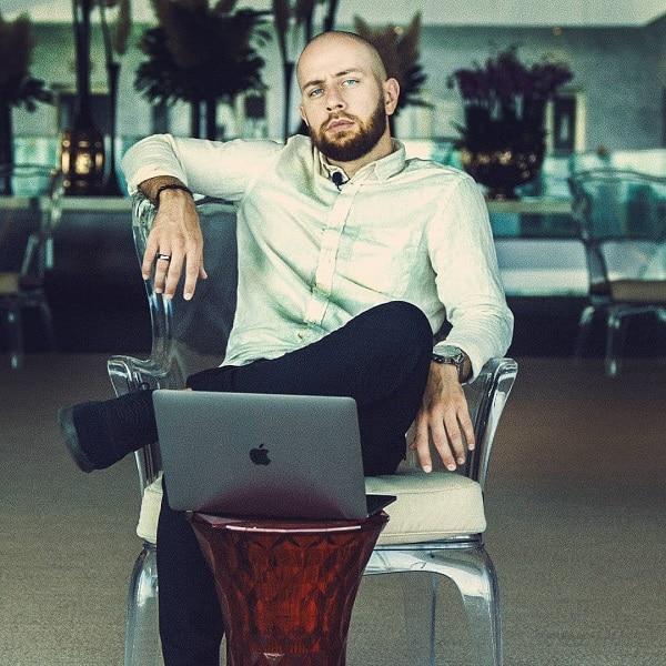 Erfolgreiches Online-Coaching – Isa Ulubaev und seine Master your Mind-Erfahrungen
